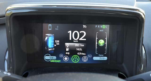 En lugar de los habituales indicadores analógicos, frente al conductor hay una pantalla personalizable