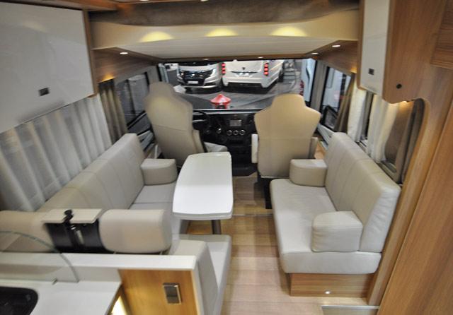 El salón del RMB 924QD Car