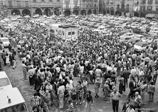 La plaza Mayor de Vic el día de su partida Foto: Toni Anguera