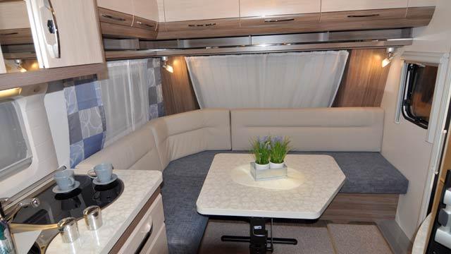 Salón en L de la De Luxe Easy 560 FFE