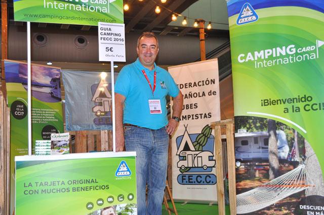 José Miguel Fuentes, secretario de la FECC, en el stand