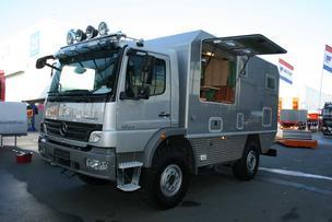 Un camión Mercedes Atego de 240CV y tracción 4X4 es una base estupenda para un motorhome todoterreno.