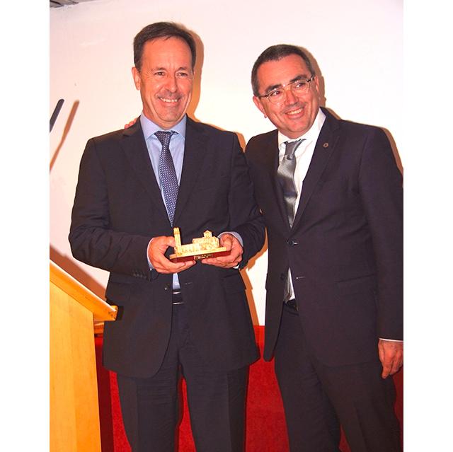 A Josep Mª Pla le entregó el premio Miquel Gotanegra, el actual presidente de Associació de Càmpings de Girona
