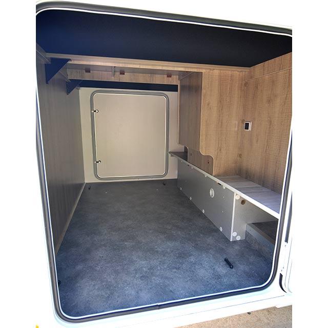 El garaje es amplio, mide  120 cm de altura interior y los portones son de 95 cm