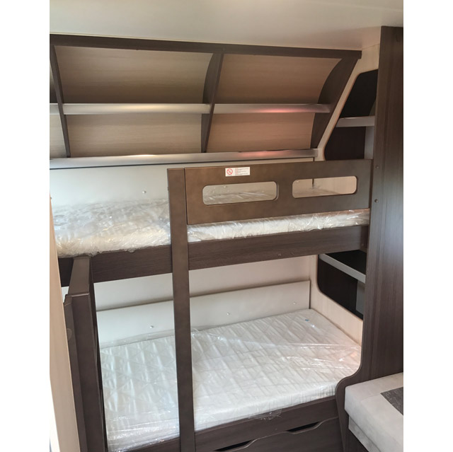 La gran envergadura de esta caravana permite tener una habitación para los niños