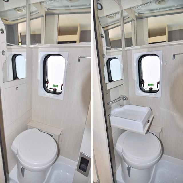 Cuarto de aseo del Vany V124 con lavabo plegable
