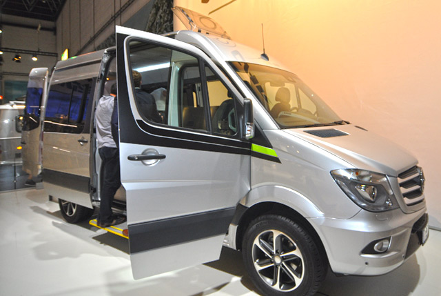 Conceptcamper Hymercar Studie con sofá lateral