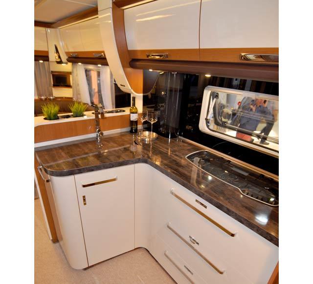 La cocina de la Eurostar 590 FUS con sus grandes cajones