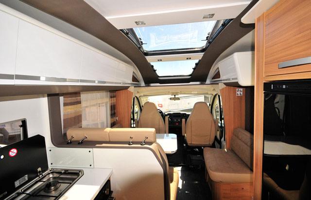 Techo 'Sky Lounge' en la Coral 670 SL Plus