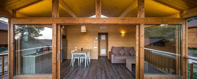 Eco bungalows en el camping cala llevad for Oficina de turismo tossa de mar