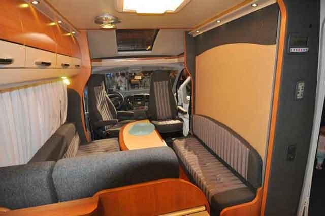 Cama abatible del Van Exclusive 60 KL, durante el día