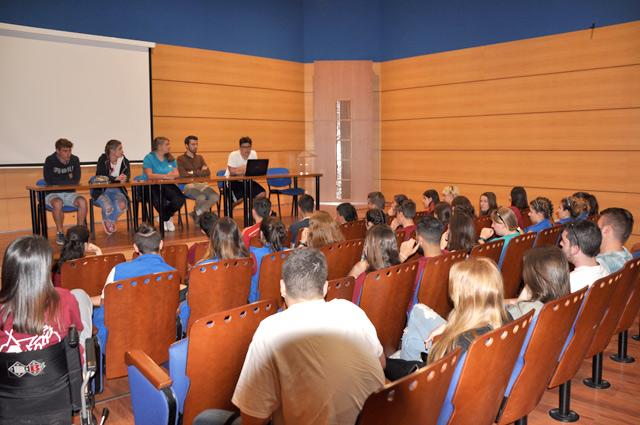 Asamblea del grupo de jóvenes