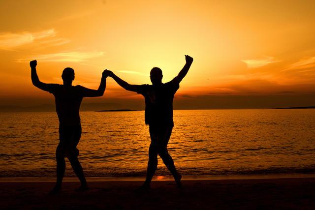 Los adultos también cuentan con actividades como yoga, zumba, lectura...