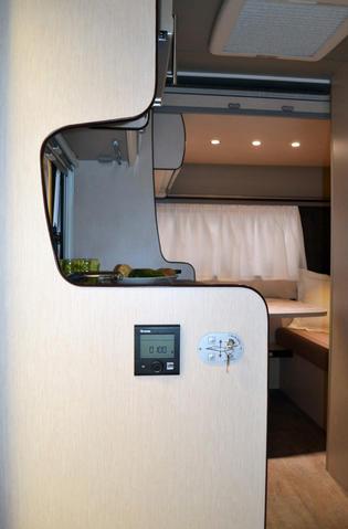 Interior de la Premium 430 DD con calefactor, mejor iluminación y acabados.